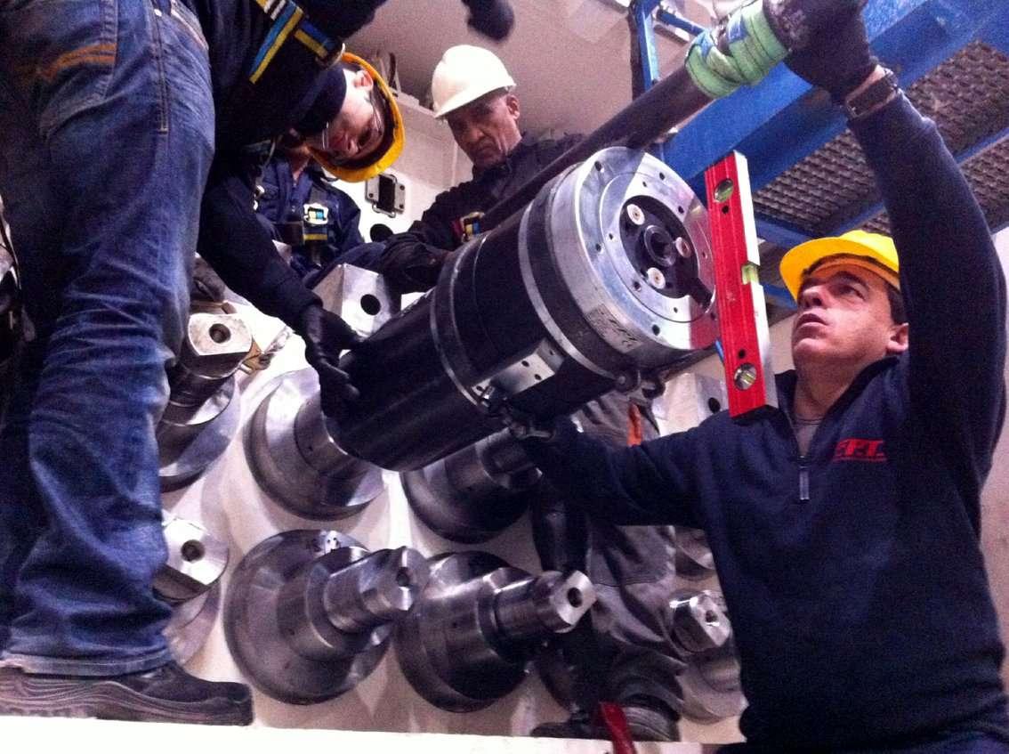 Custom made hydraulic bolt tensioners
