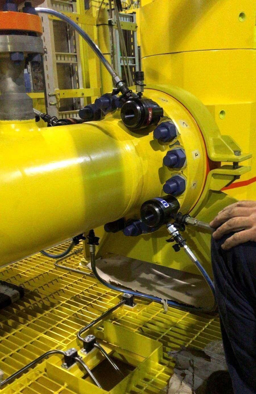Tensionatori idraulici speciali per serraggio