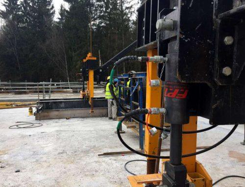 Cilindri idraulici e centralina per sollevare, traslare e regolare un cassero mobile