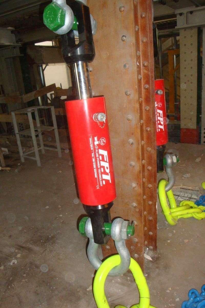 pull hydraulic cylinders