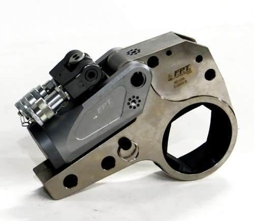 Low clearance hydraulic torque wrench