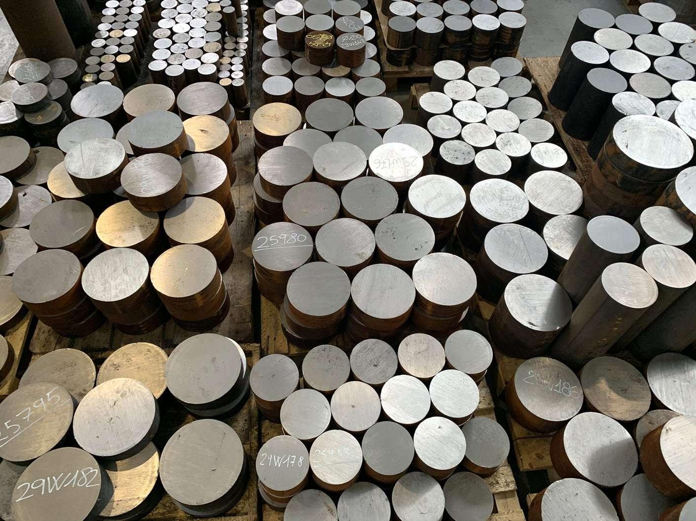 production of hydraulic jacks