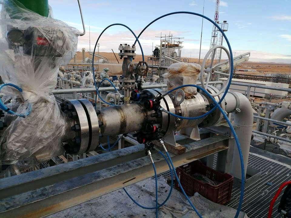 Hydraulic bolt tensioners